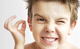 """Patříte mezi """"šťourače""""? Aneb jak si správně čistit uši."""